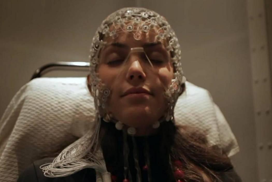 A sleep study participant wearing electroencephalogram sensors. (Scientifilms, Diffrer la conscience)