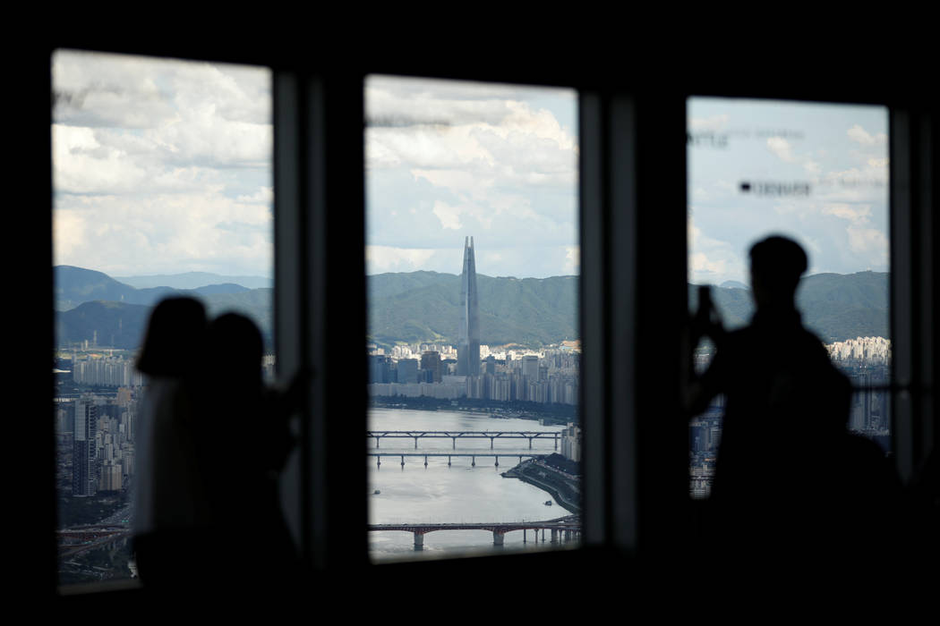 Lotte Group's 123-storey skyscraper Lotte World Tower is seen from an observation platform in Seoul, South Korea, August 11, 2017. (Kim Hong-Ji/Reuters)