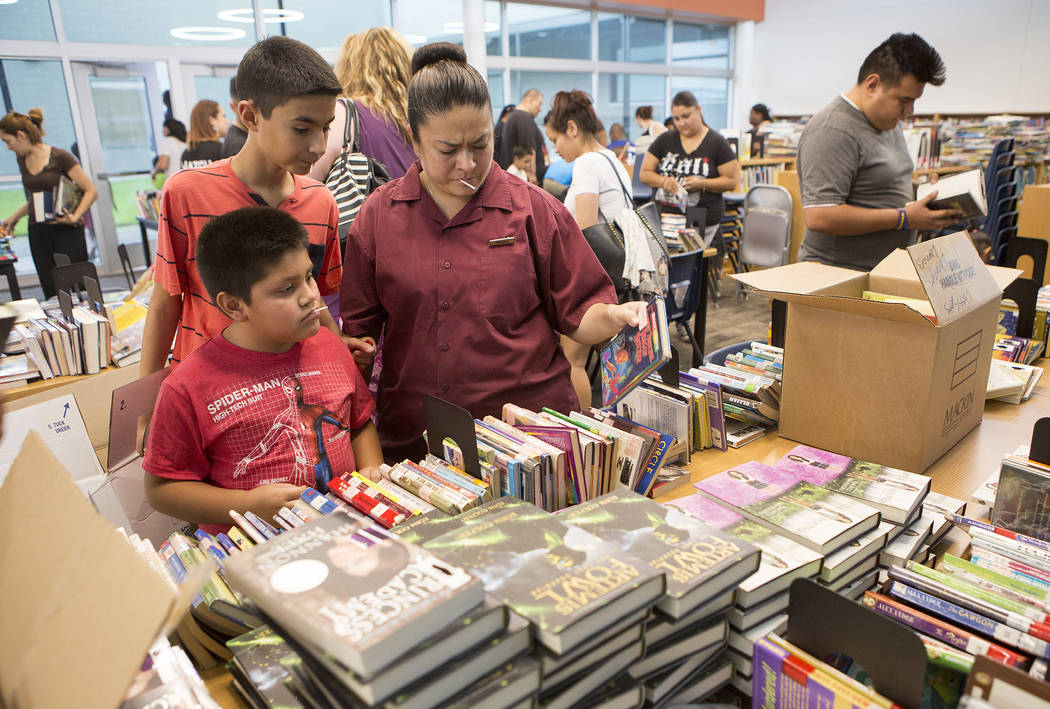 Students and family pick out books in the library of the newly rebuilt Rex Bell Elementary School on Friday, Aug. 11, 2017. (Bridget Bennett/Las Vegas Review-Journal) @bridgetkbennett