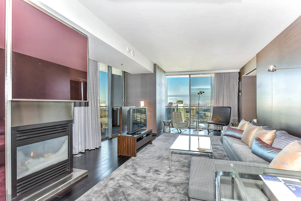 A Palms Place high-rise unit on Flamingo Road has views of the Las Vegas Valley. (Palms Place)