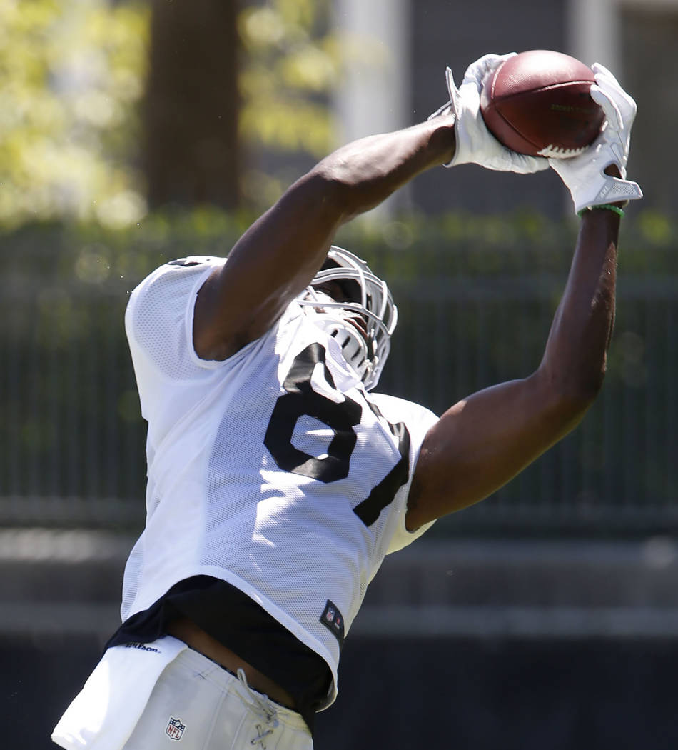 The Oakland Raiders tight end Jared Cook catches a pass during teams practice at Raiders Napa Valley training complex in Napa, Calif., on Monday, July 31, 2017. Bizuayehu Tesfaye Las Vegas Review- ...