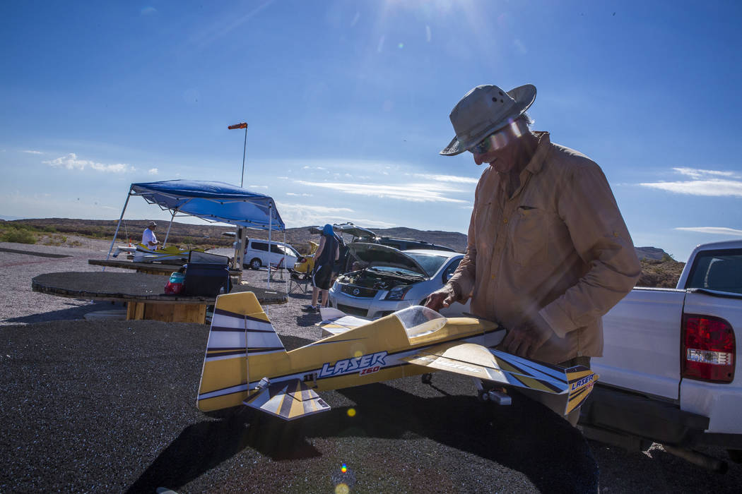 Jim Winn, left, works on his remote-controlled airplane at the Las Vegas Soaring Club field near Red Rock Canyon on Sunday, Aug. 13, 2017.  Patrick Connolly Las Vegas Review-Journal @PConnPie