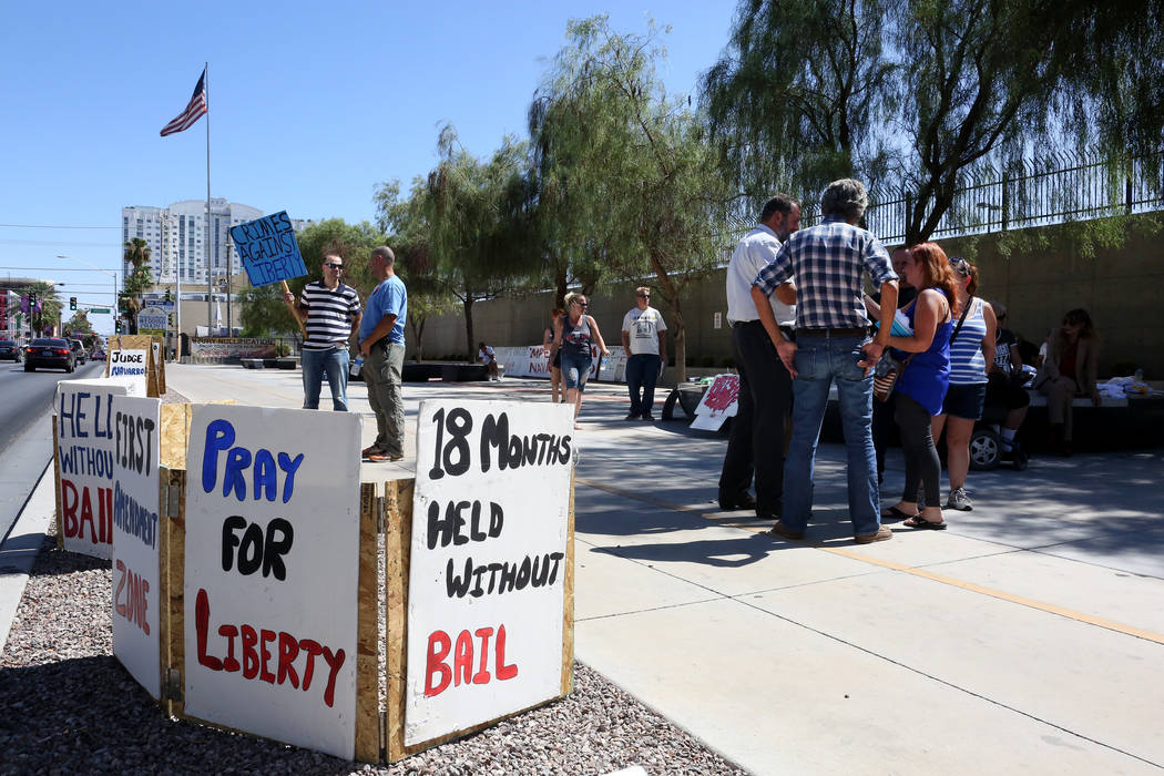 Protesters gather outside the federal courthouse in Las Vegas on Monday, Aug.14, 2017 during the Bunkerville standoff retrial. Michael Quine Las Vegas Review-Journal @Vegas88s