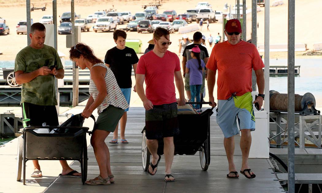 Tourists at the Lake Mead Marina, Tuesday, Aug. 15, 2017. Gabriella Benavidez Las Vegas Review-Journal @latina_ish