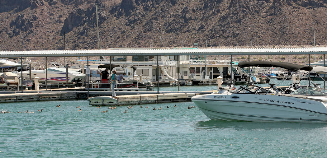 Tourists and boats at the Lake Mead Marina, Tuesday, Aug. 15, 2017. Gabriella Benavidez Las Vegas Review-Journal @latina_ish