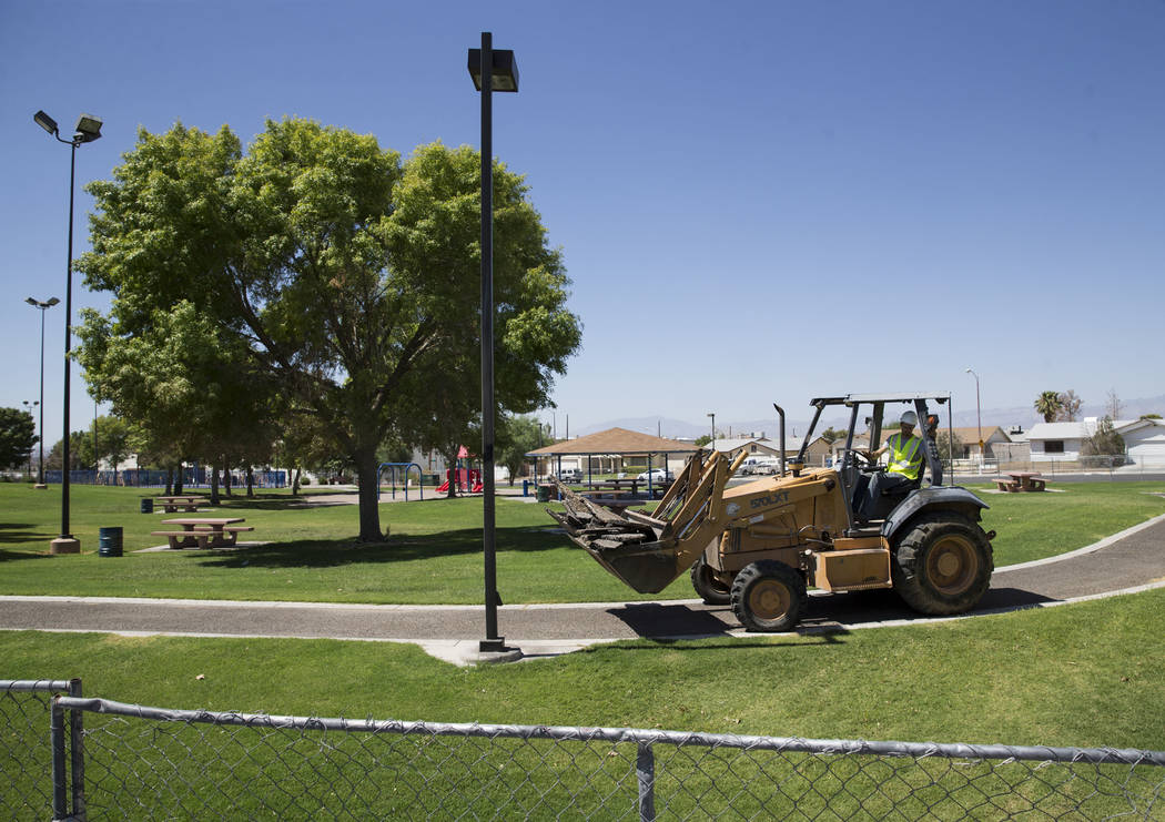 Construction worker Nathan Williams at Alexander Villas Park, which is closed for construction improvements by Clark County in Las Vegas, on Tuesday, Aug. 15, 2017. Erik Verduzco Las Vegas Review- ...