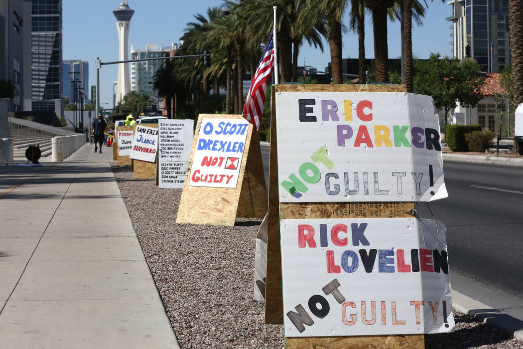 Protest signs line Las Vegas Boulevard in front of the federal courthouse during the Bunkerville standoff retrial on Tuesday, Aug. 15, 2017. Michael Quine Las Vegas Review-Journal.com @Vegas88s