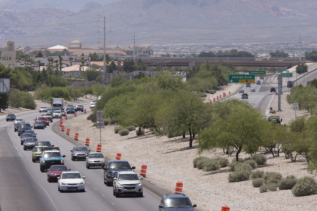 Traffic moves along Summerlin Parkway West of Buffalo Drive as construction takes place for a cable barrier rail system in Las Vegas Tuesday, June 7, 2016. (Jason Ogulnik/Las Vegas Review-Journal)