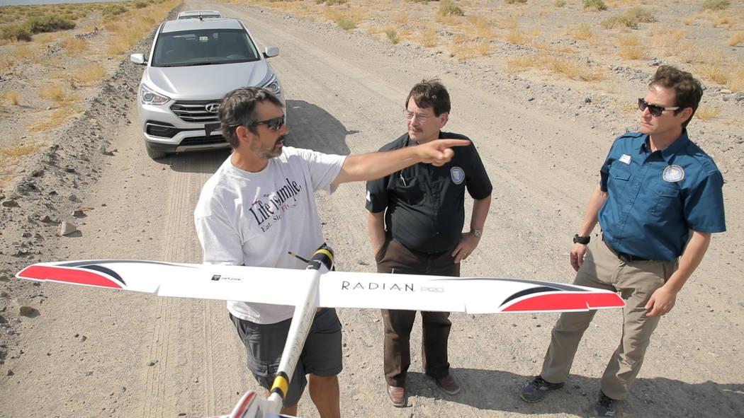 Jim Piavis of Microsoft talks to NIAS workers between glider flights near Hawthorne, Nevada. John Brecher/Microsoft