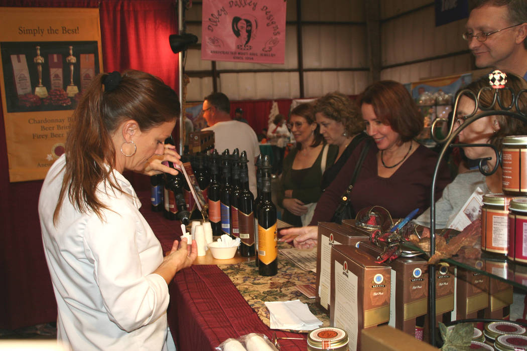 Customers line up to try a syrup sampling at Harvest Fest. (Photo by MAA4 Events)