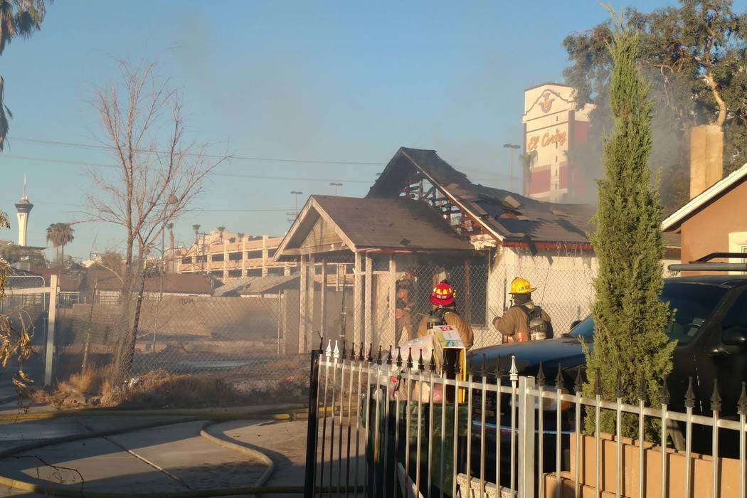 A vacant house at 310 N. Eighth St. in downtown Las Vegas caught fire twice on Friday morning, Aug. 18, 2017. (Max Michor/Las Vegas Review-Journal)