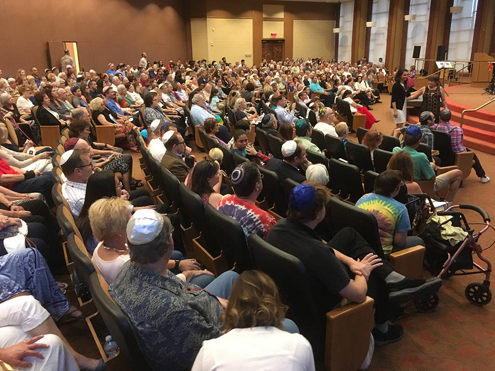 An estimated 500 people gathered Aug. 18 for Beatles Shabbat. It was the fifth such event held at Congregation Ner Tamid. (Brian Sandford/View) @nweditor