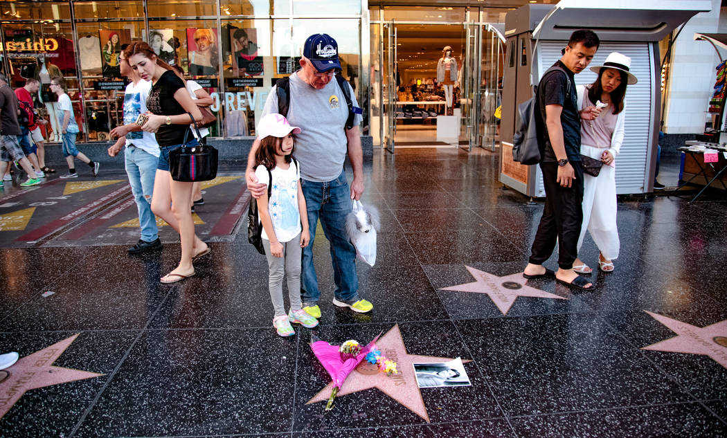 A makeshift memorial appears for late comedian, actor and entertainer Jerry Lewis around his star on the Hollywood Walk of Fame in Los Angeles, California, U.S. August 20, 2017.   REUTERS/Kyle Grillot