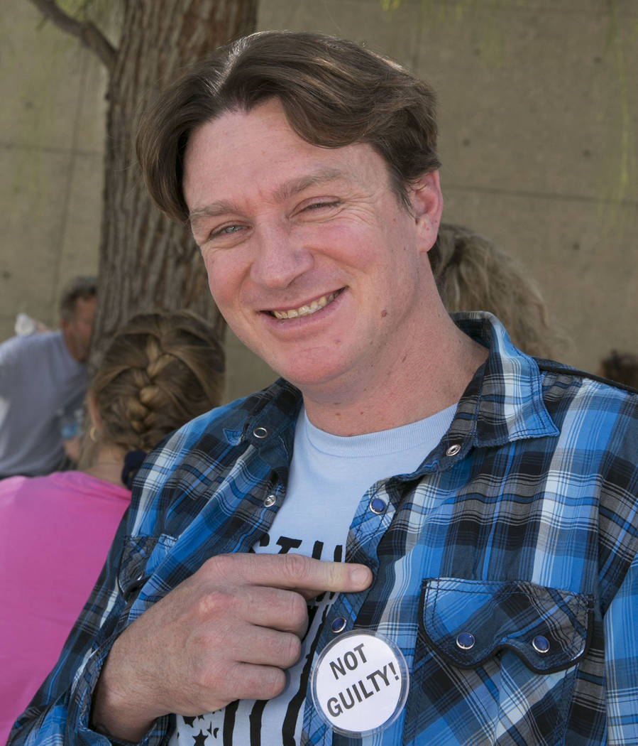 """Steven Stewart shows off his """"not guilty"""" pin outside the Lloyd George U.S. Courthouse on Wednesday, Aug. 23, 2017, in Las Vegas. Stewart and three other defendants in the Bunkerville standoff cas ..."""