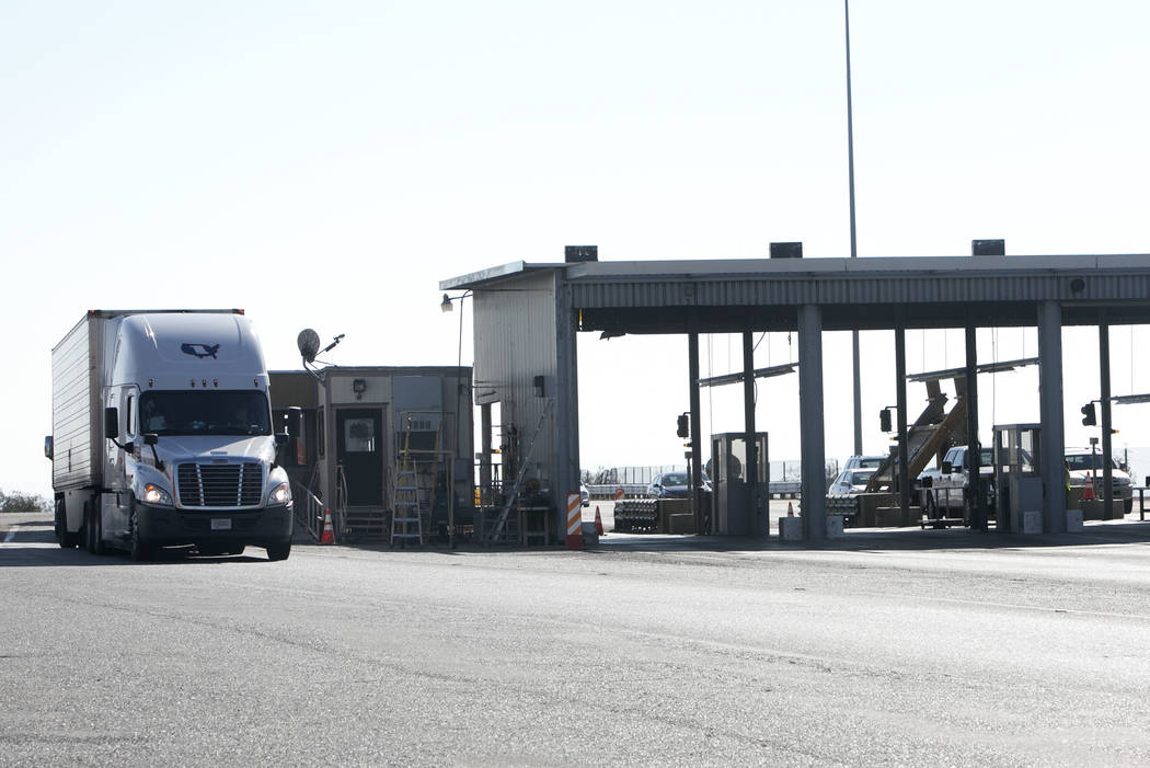 A tractor trailer drives past the California agricultural inspection station Friday, Aug. 25, 2017, on Interstate 15 in Yermo. (Bizuayehu Tesfaye/Las Vegas Review-Journal) @bizutesfaye