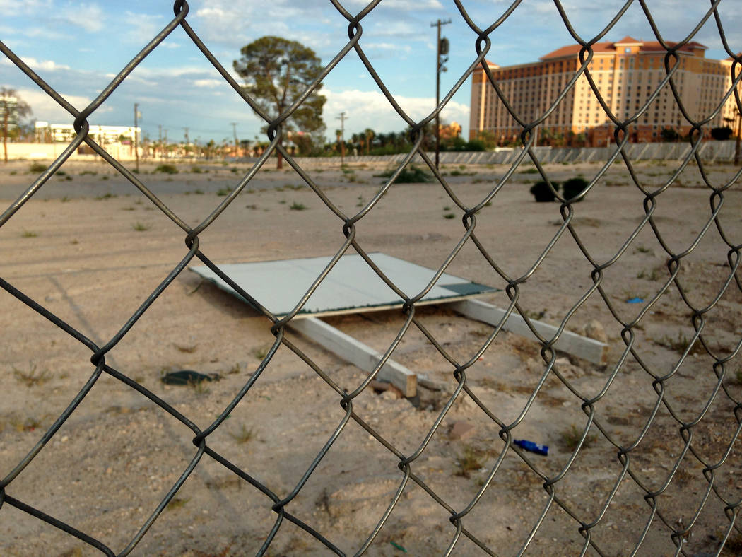 Vacant land near the northeast corner of Harmon Avenue and Koval Lane in Las Vegas is seen Wednesday, Aug. 30, 2017. Developer Steve Witkoff, new owner of the Fontainebleau, was part of a group th ...