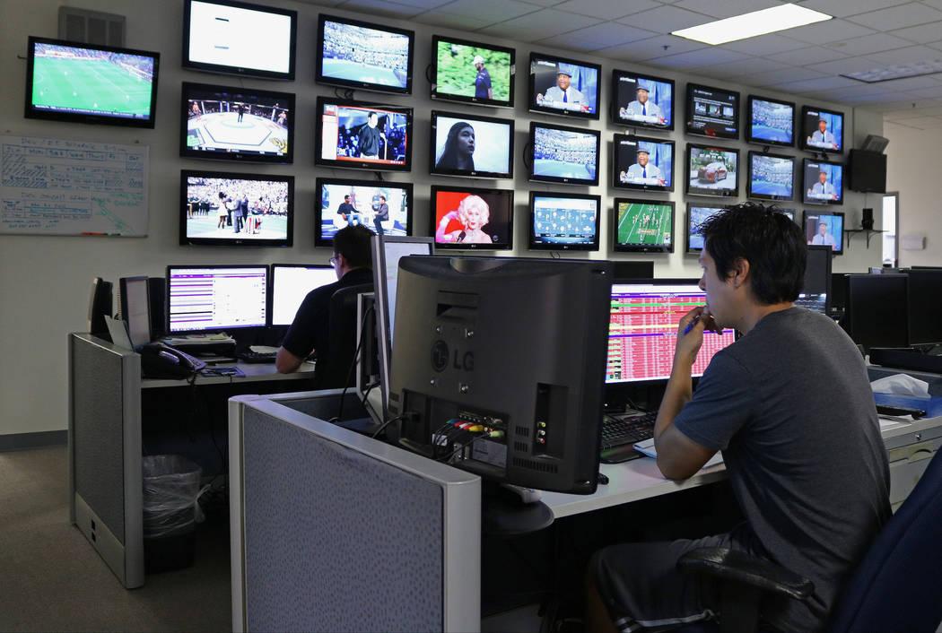 Sports analysts at Don Best Sport in Las Vegas, Tuesday, Sept. 5, 2017. Gabriella Benavidez Las Vegas Review-Journal @latina_ish