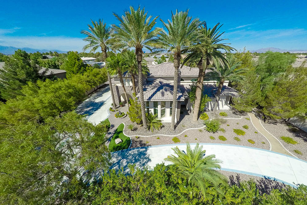 Founders of natural foods company Nature's Way George and Mimi Murdock lists Las Vegas 1-acre estate for $2 million. (Rob Jensen Co.)
