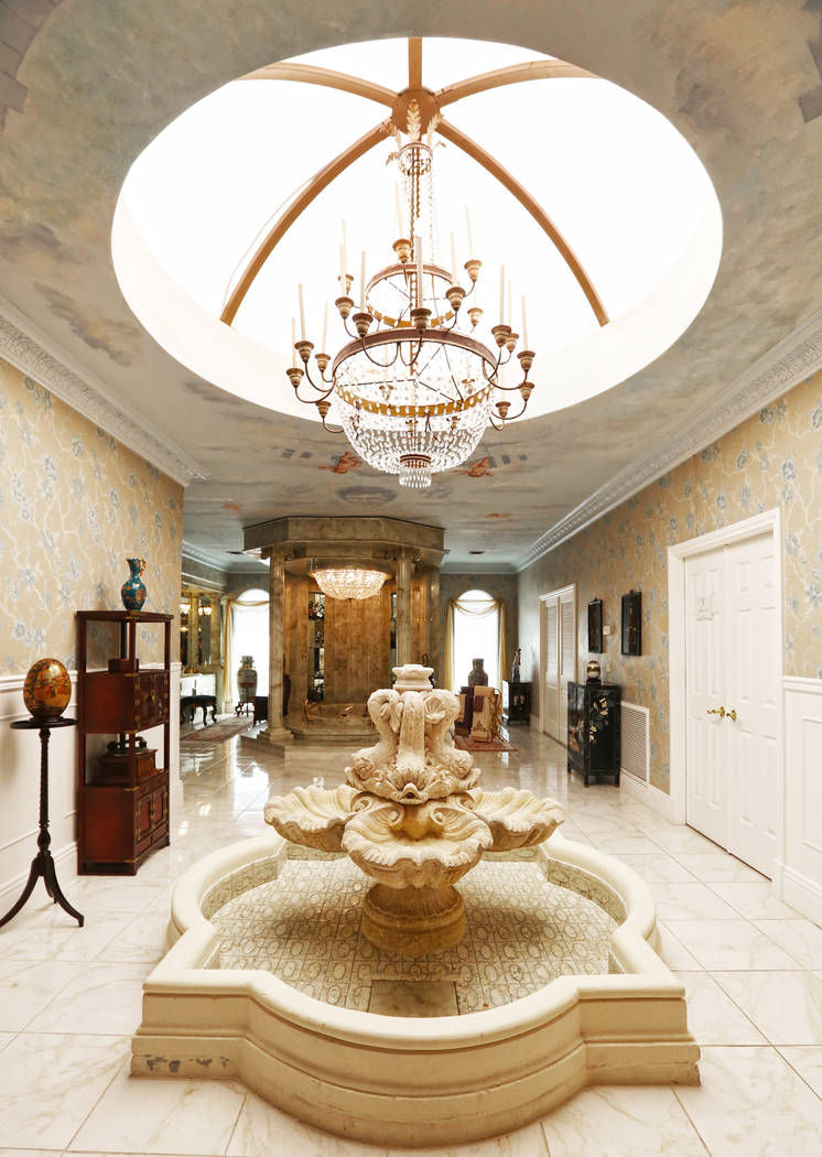 The master bathroom at the Liberace Mansion on Monday, Aug 28, 2017, in Las Vegas. Benjamin Hager Las Vegas Review-Journal @benjaminhphoto