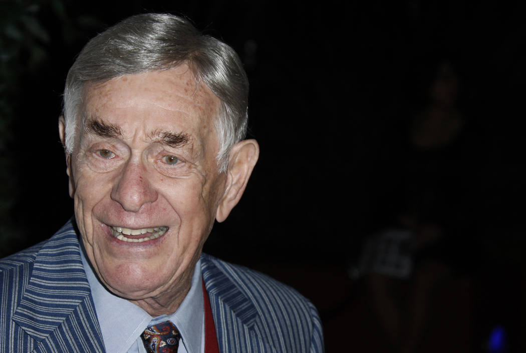 Actor Shelley Berman arrives at the 2008 Primetime Emmy Awards Nominees for Outstanding Performance reception in Los Angeles on Friday, Sept. 19, 2008.  (Matt Sayles/AP)