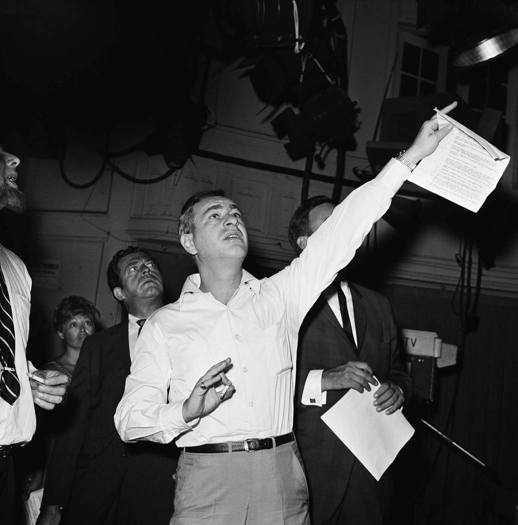 Comedian Shelley Berman on Aug. 6, 1962 in New York City. (Kradin/AP)