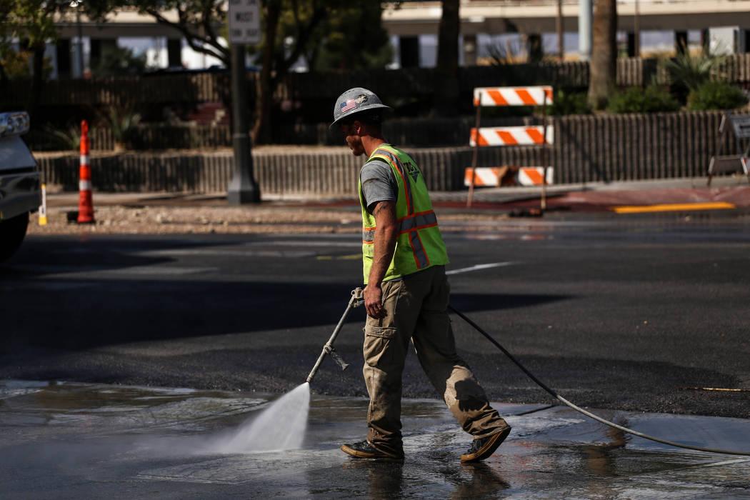 Crews work to cleanup after a main water line broke on Stewart Avenue and Main Street in downtown Las Vegas, Friday, Sept. 1, 2017. Joel Angel Juarez Las Vegas Review-Journal @jajuarezphoto