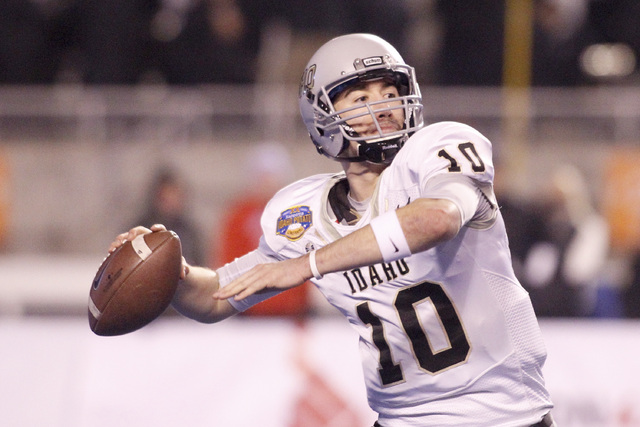 Idaho quarterback Matt Linehan (10) passes the ball during the second half of the Famous Idaho Potato Bowl NCAA college football game against Colorado State in Boise, Idaho, Thursday, Dec. 22, 201 ...