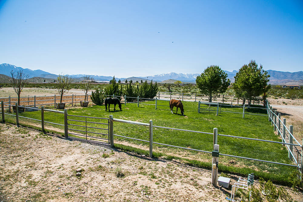 The Bunkhouse has facilities to care for horses and livestock. (Windermere Prestige Properties)