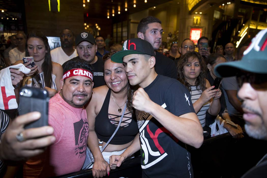 Diego De La Hoya, right, with fans after an open workout at the MGM Grand hotel-casino in Las Vegas, Wednesday, Sept. 13, 2017. Erik Verduzco Las Vegas Review-Journal @Erik_Verduzco