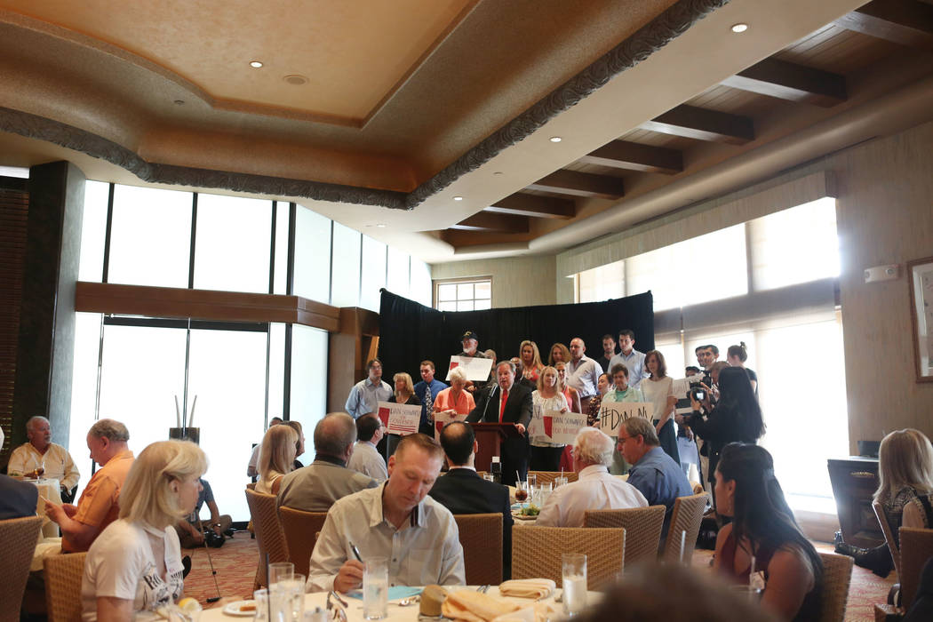 Nevada Treasurer Dan Schwartz is announces his campaign for Governor at the Republican Men's Club monthly Luncheon at Cili Restaurant at Bali Hai Golf Course in Las Vegas, Tuesday, Sept. 5, 2017.  ...