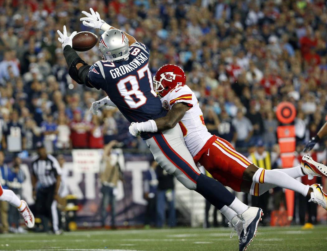 New England Patriots tight end Rob Gronkowski (87) tries to make a catch in the end zone during the first half of an NFL football game against the Kansas City Chiefs, Thursday, Sept. 7, 2017, in F ...