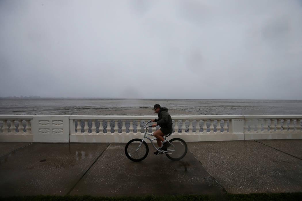 A man bikes along Bayshore Boulevard ahead of the arrival of Hurricane Irma in Tampa, Florida, U.S., September 10, 2017. (Chris Wattie/reuters)