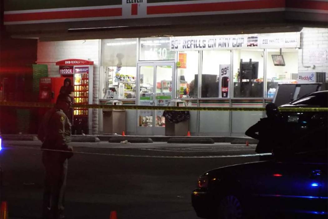 Las Vegas police investigate a killing at the 7-Eleven at 4510 Vegas Valley Drive on Sunday night. One person was shot and later died at a hospital. (Max Michor/Las Vegas Review-Journal)