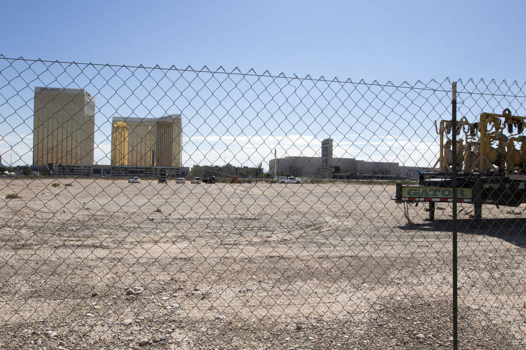 A view of the Raiders stadium site in Las Vegas from Polaris Road on Tuesday, Aug. 15, 2017. (Heidi Fang/Las Vegas Review-Journal) @HeidiFang