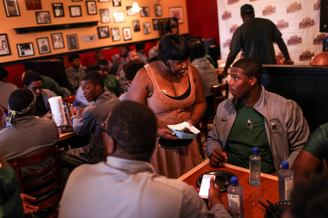 Athea Nelson of Rize Radio, left, serves Miami Central's Maurice Smith, right, during a dinner at TC's Rib Crib in Las Vegas, Monday, Sept. 11, 2017. Joel Angel Juarez Las Vegas Review-Journal @ja ...