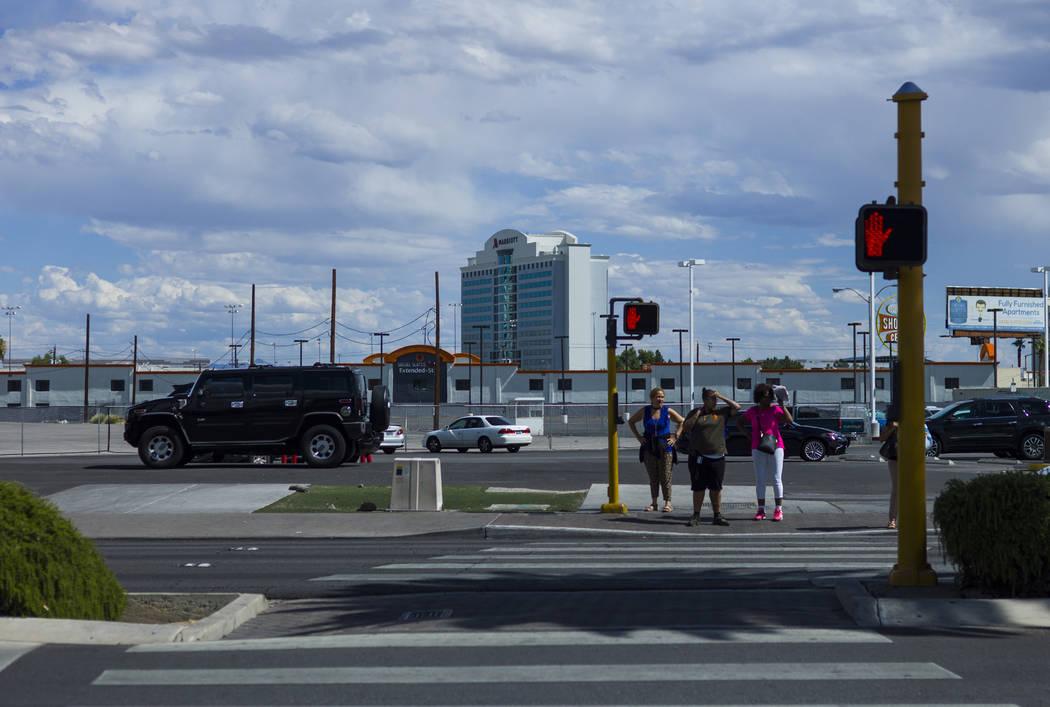 Pedestrians along the north Strip area in Las Vegas on Wednesday, Sept. 13, 2017. Chase Stevens Las Vegas Review-Journal @csstevensphoto