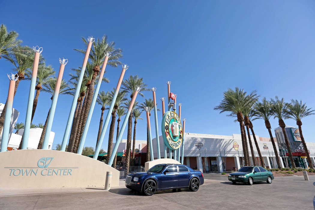 Green Valley Town Center, a strip mall at Green Valley Parkway and Sunset Road in Henderson, Thursday, Sept. 14, 207.  Elizabeth Brumley Las Vegas Review-Journal
