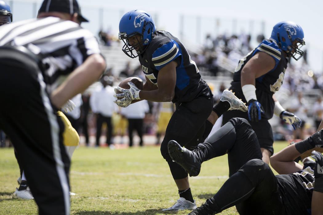 Sierra Vista's Isaiah Zavala (25) runs the ball for a touchdown against Clark in their football game at Sierra Vista High School in Las Vegas, Saturday, Sept. 23, 2017. Sierra Vista won 49-14. Eri ...