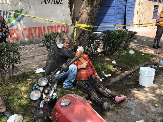People are seen injured after an earthquake hit in Mexico City, Mexico September 19, 2017. (Carlos Jasso/Reuters)