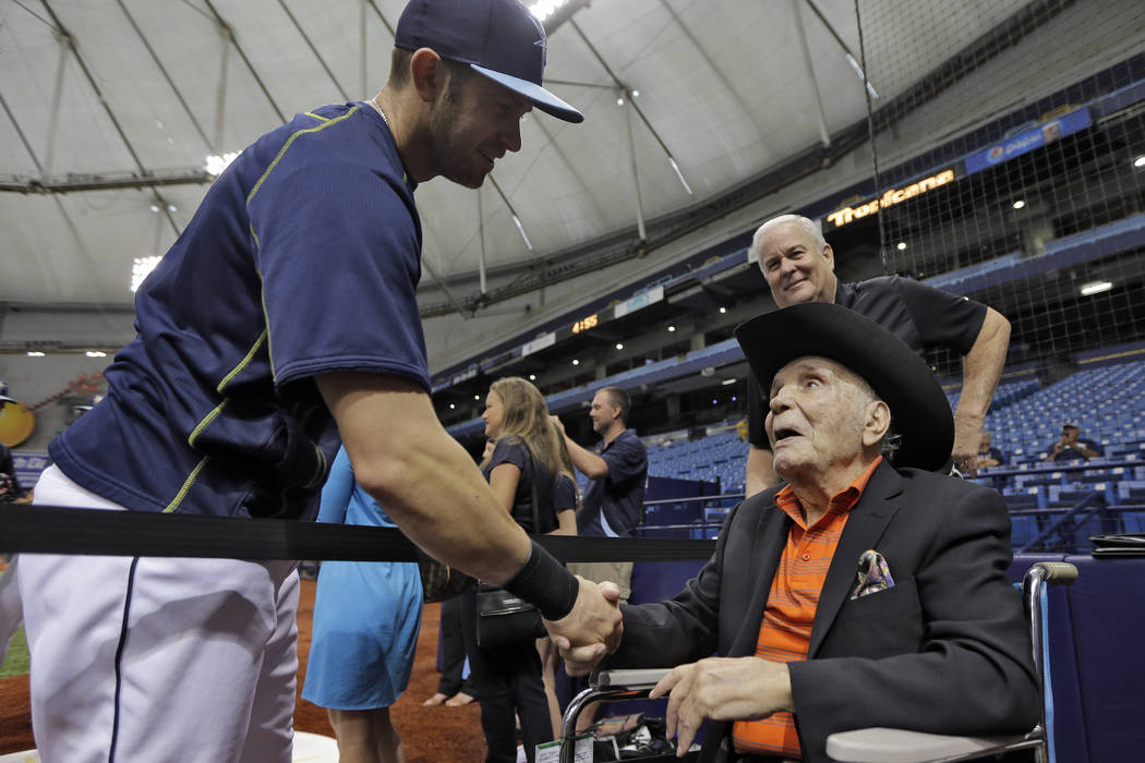 Former middleweight boxing champion Jake LaMotta, right, shakes hands with Tampa Bay Rays third baseman Evan Longoria during batting practice before a baseball game between the Rays and the New Yo ...