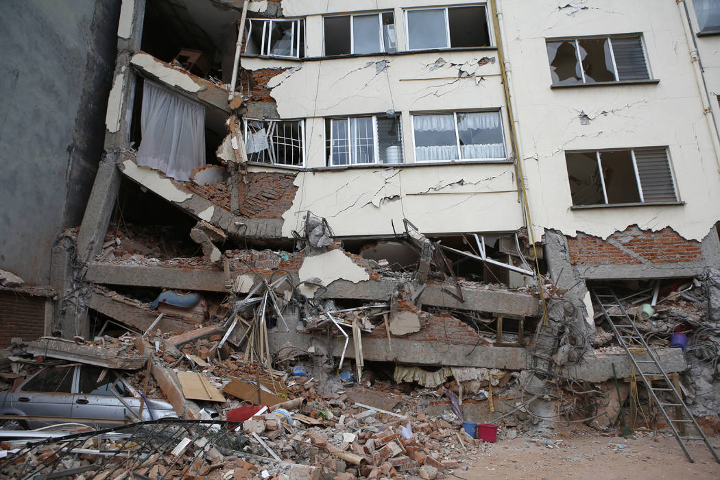 An earthquake-damaged building stands in the Linda Vista neighborhood of Mexico City, Wednesday, Sept. 20, 2017. (Rebecca Blackwell/AP)