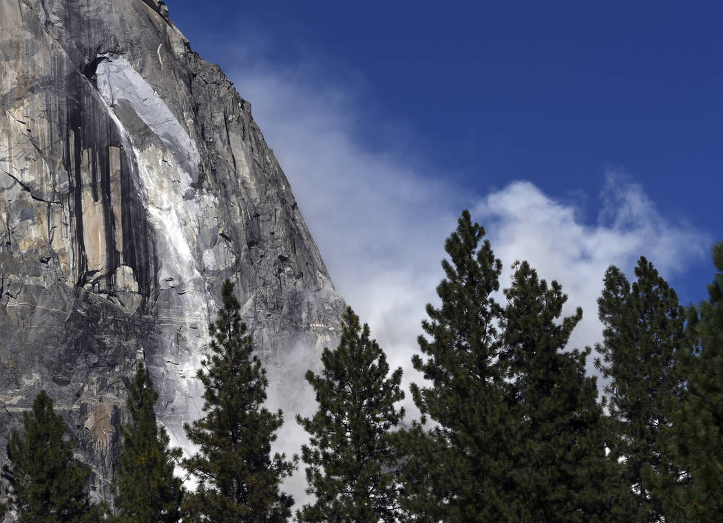 A second rock fall occurs at El Capitan Thursday, Sept. 28, 2017, in Yosemite National Park, Calif. (Eric Paul Zamora/The Fresno Bee via AP)
