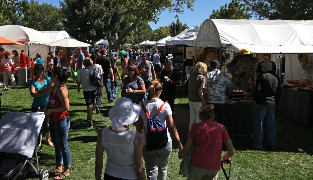 Guests at the Art in the Park festival in Boulder City, Saturday, Oct. 7, 2017. Gabriella Benavidez Las Vegas Review-Journal @latina_ish