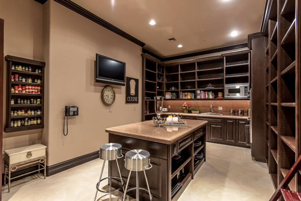 The master bedrooms have kitchenetts. (Wardley Real Estate)