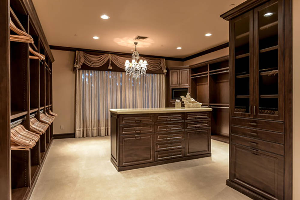 Each master suite has large closets. (Wardley Real Estate)