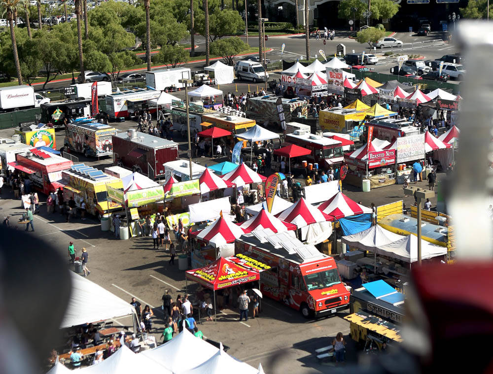 Different foods and events occur at the Great American Foodie Fest at the Sunset Station in Henderson, Sunday, Oct.1, 2017. Elizabeth Brumely Las Vegas Review-Journal
