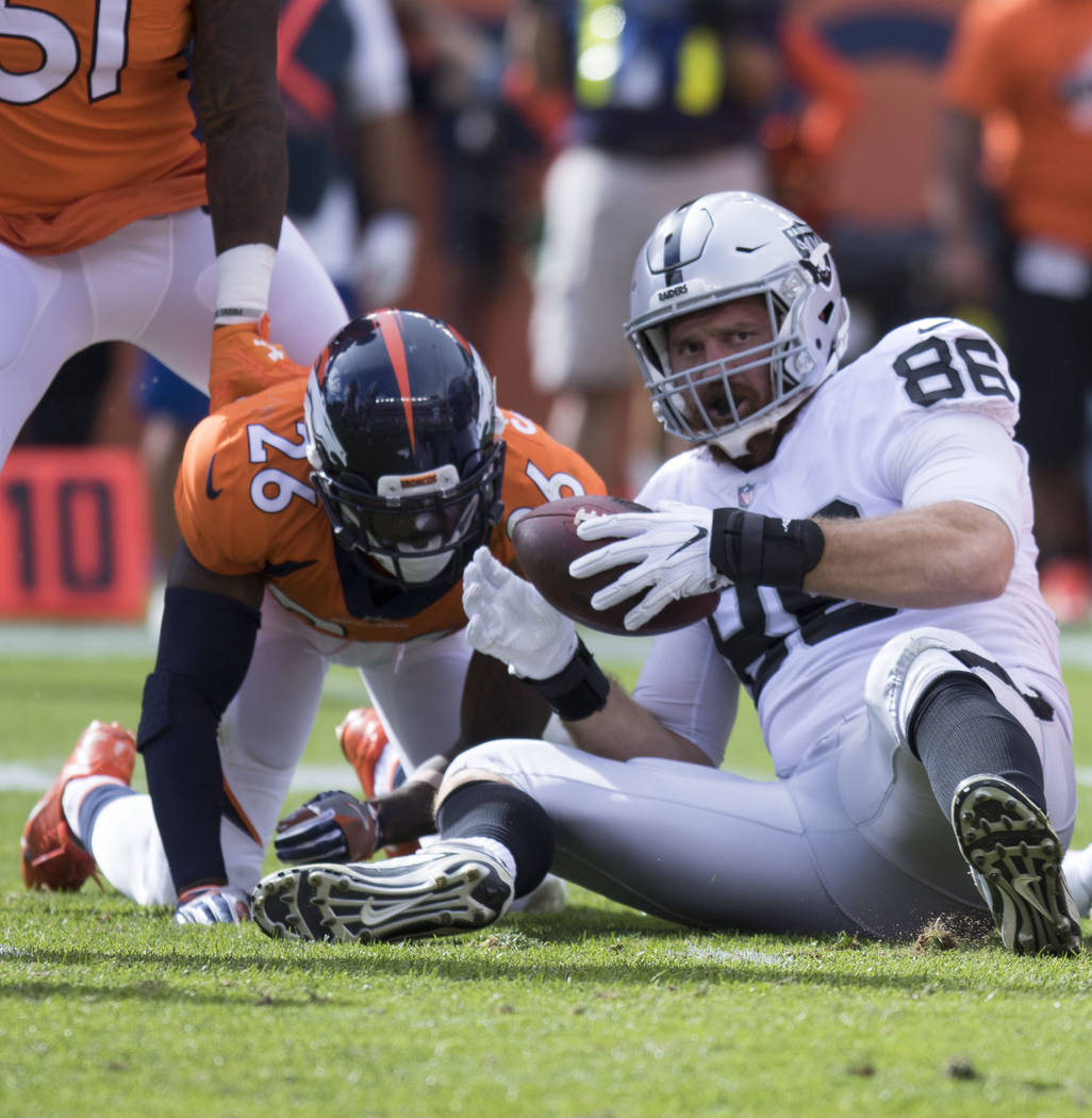 Oakland Raiders tight end Lee Smith (86) catches a pass against the Denver Broncos in the first half of their game in Denver, Colo., Sunday, Oct. 1, 2017. Heidi Fang Las Vegas Review-Journal @Heid ...