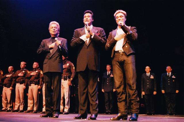 """Wayne Newton is shown with Siegfried & Roy during the """"Las Vegas Salutes the Spirit of America"""" charity show at Mandalay Bay Events Center on Nov. 11, 2001. (Myron Martin)"""