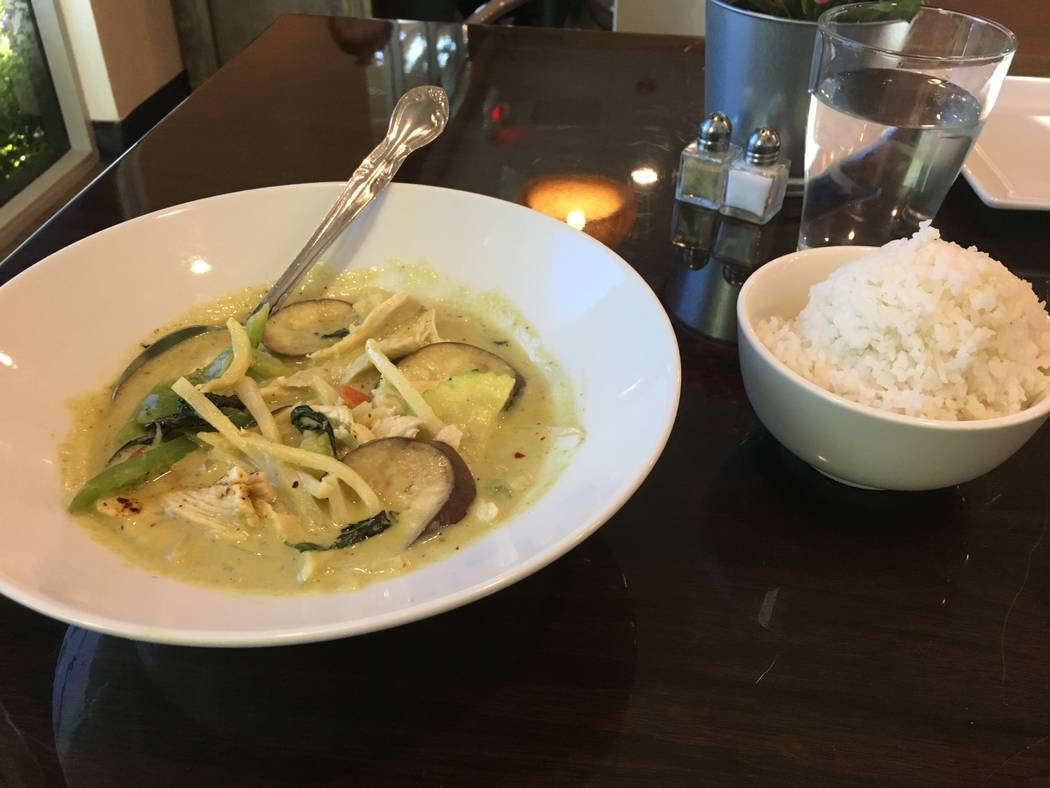 A green curry plate with chicken, served alongside a bowl of rice at Thailicious on Oct. 10. (Diego Mendoza-Moyers/View) @dmendozamoyers