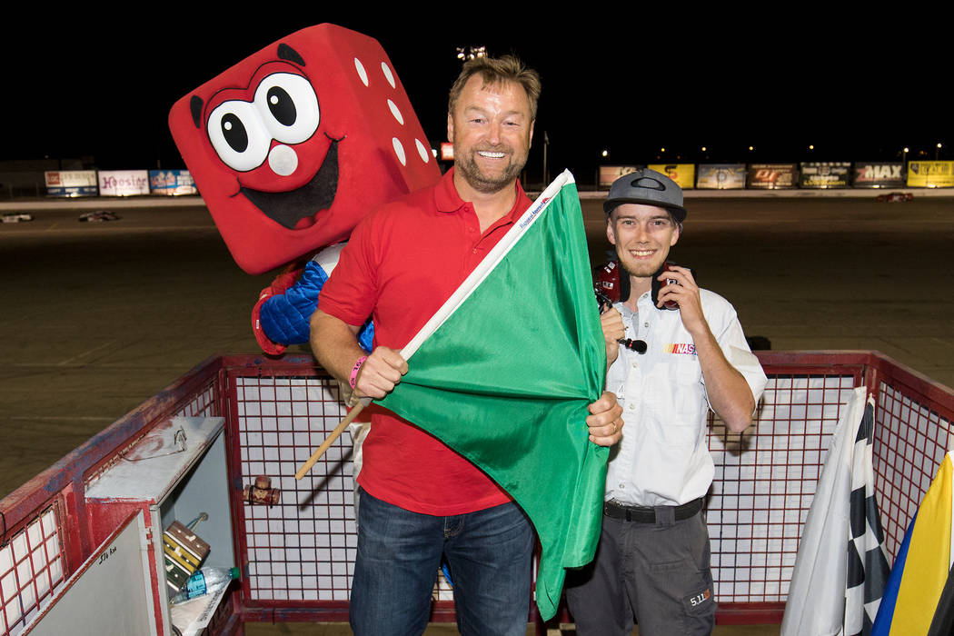 October 22, 2016: Sen. Dean Heller, R-Nev., displays the green flag with starter Bryce Perkins at the 2016 Senator's Cup Fall Classic at The Bullring at Las Vegas Motor Speedway. (Photo by Jeff Sp ...